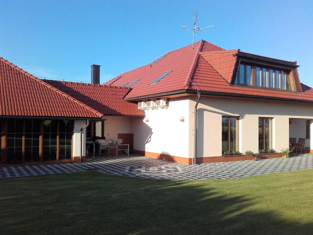 11. vnější instalace - pod střechou