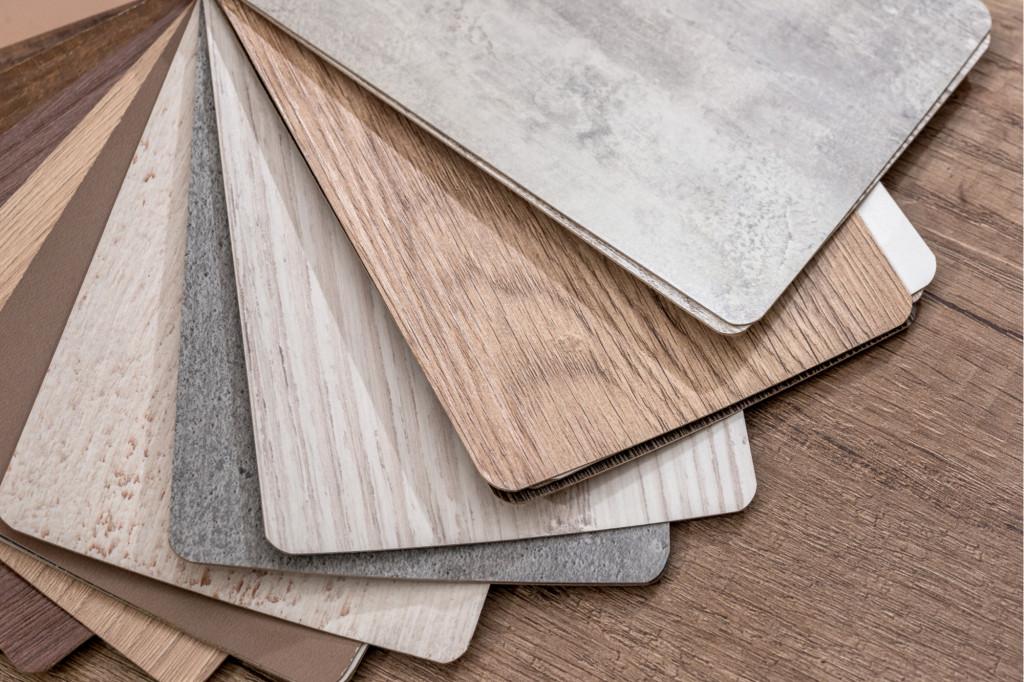 Vinylová podlaha láká pro svůj elegantní design a odolnost. Jaké jsou její další přednosti - Creative Commons (shutterstock.com)