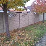 Zdobený betonový plot.