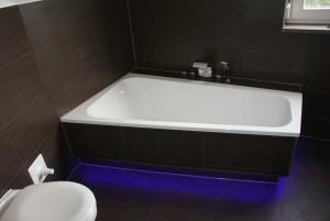 bath-464907_1280